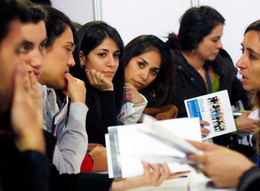 Lanzan becas para estudiantes que viven lejos de universidades