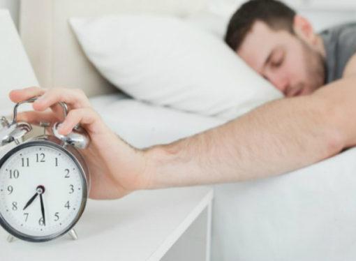 A saltar de la cama: por qué es malo retrasar el despertador