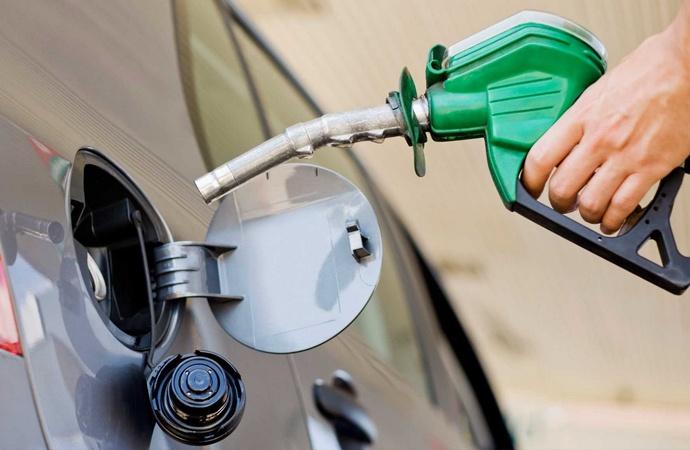 YPF baja los precios de las naftas y gasoil hasta 3,2%
