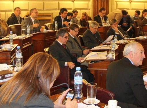 Senadores frenaron endeudamiento de u$s1000 M que quiere Lifschitz