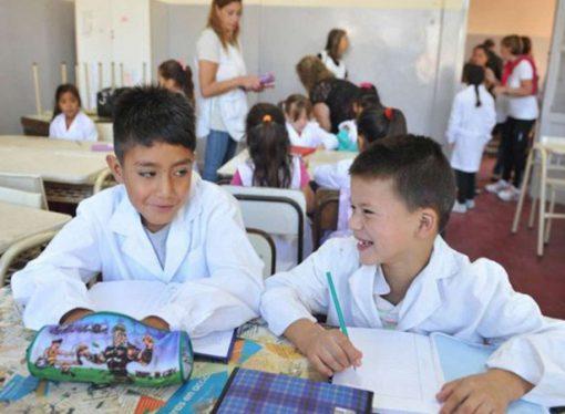Cambios en la secundaria: habrá menos materias tradicionales y más contenidos aplicados