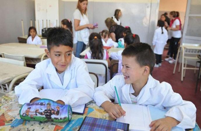 ¿Qué día del próximo año comenzarían las clases en la provincia?