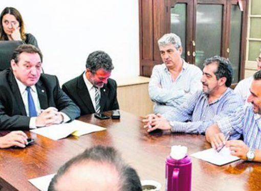 El miércoles se reúnen representantes de gremios con municipios