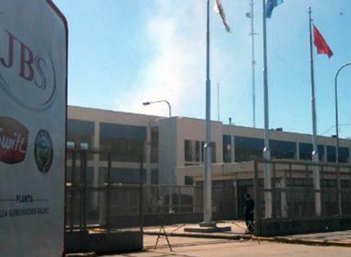 Crisis frigorífica: despidieron a 32 trabajadores de una planta de Swift en Santa Fe