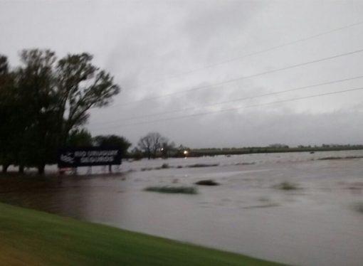 Corte parcial de ruta 13 por fuerte caída de agua