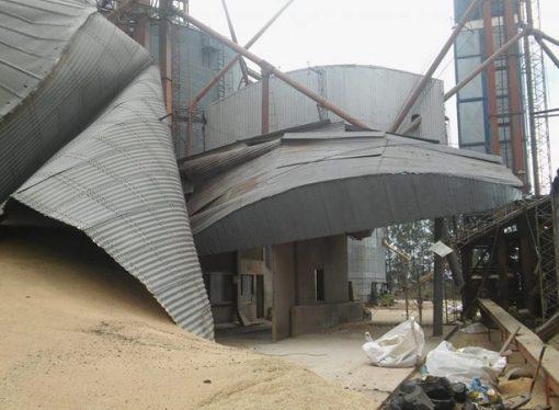 El Trébol: Colapsó un silo cargado de trigo y explotó