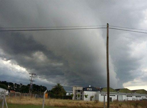 Desmienten la llegada de una cola de tornado a la región
