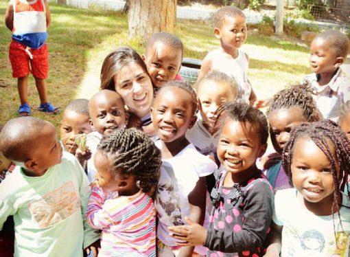 Sumó la pasión por los viajes y ayudas sociales para hacer una forma de vida