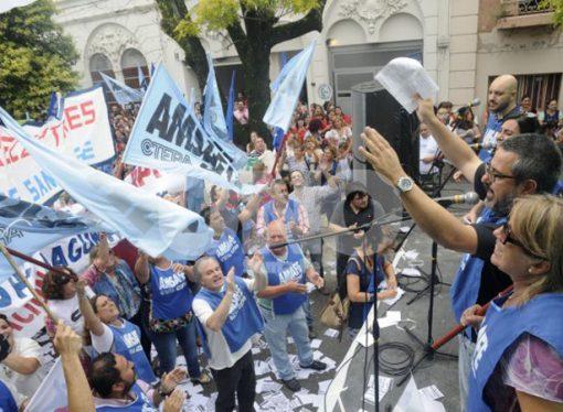 Una nueva oferta salarial a los estatales y amenazas de descuentos