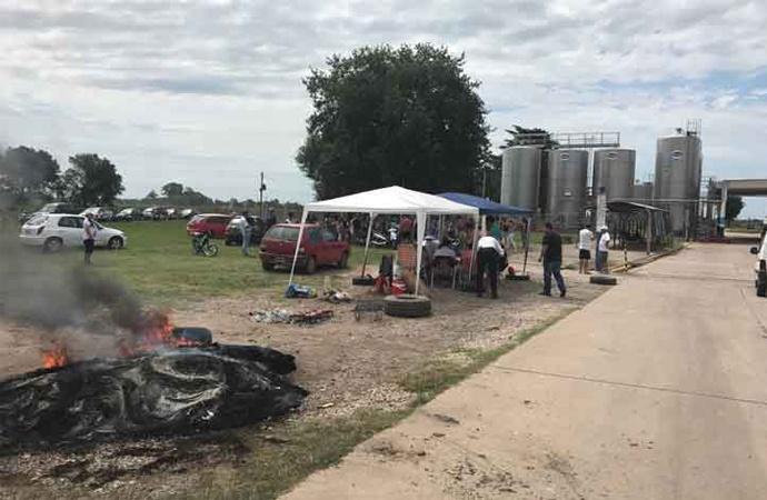 Centeno: empleados de Sancor acampan frente a la planta