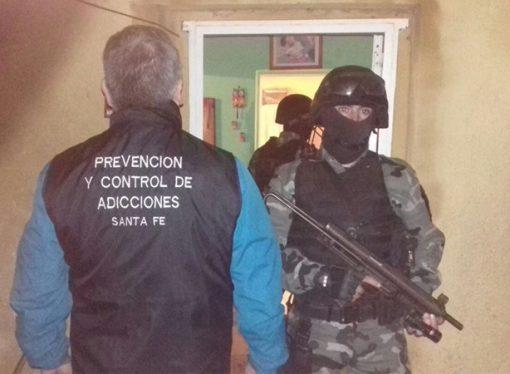 Secuestraron drogas y armas de fuego tras allanamientos en El Trébol y Carlos Pellegrini