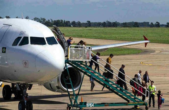 Anuncian construcción de un aeropuerto único entre Paraná y Santa Fe