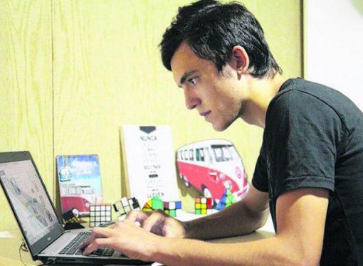 Un joven de 17 años que vive en Los Cardos hace jugar al mundo