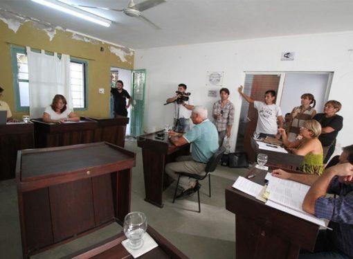 """A dos concejales les descontarán del sueldo los """"faltazos"""" a las sesiones"""