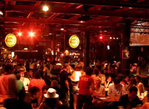 Dónde festejar con amigos en Sastre y cuánto gastar