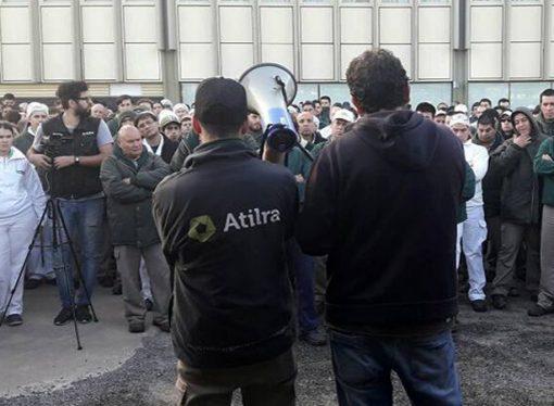 """El gremio lechero denunció que las empresas """"quieren bajar costos apuntando al salario"""""""
