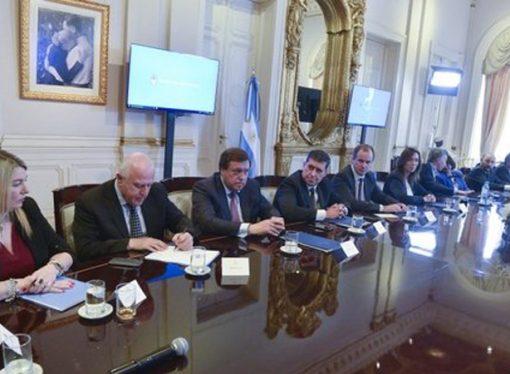 El gobierno y las provincias logran firmar un amplio acuerdo fiscal