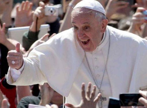 Los fieles ya pueden hablar con el Papa por Whatsapp