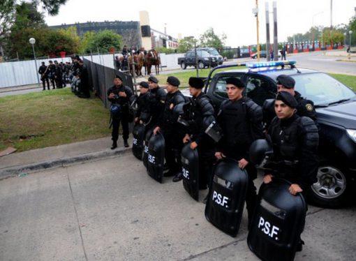El gobierno provincial compra 600 equipos antitumultos para la policía