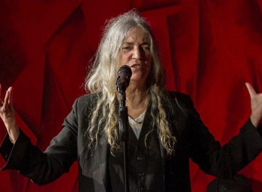 Patti Smith apoyó el aborto legal y habló de los abusos en el rock