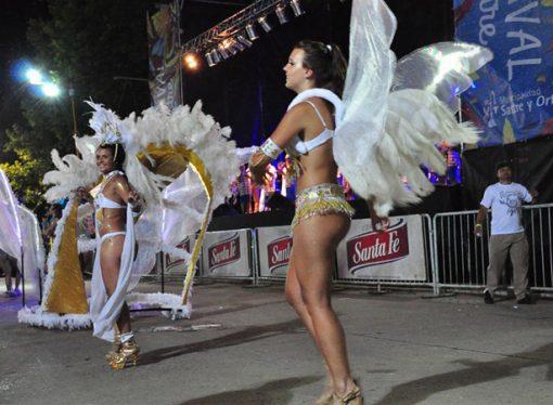 Sastre empieza a tomar el color del carnaval