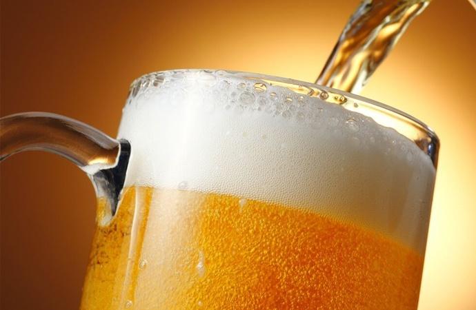 Atados al dólar, cerveceros artesanales cranean estrategias para que no baje la espuma