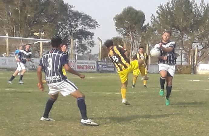 Deportivo Mitre silbó fuerte en la cancha del Canario