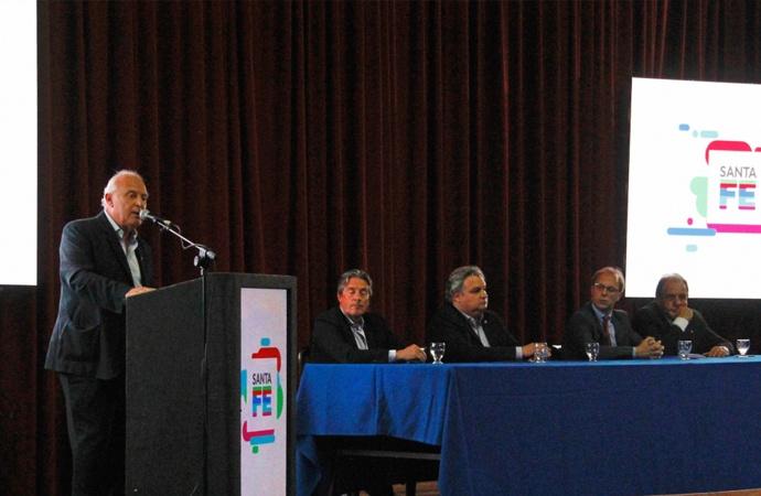 Lifschitz presentó ambicioso plan para pavimentar localidades de toda la provincia