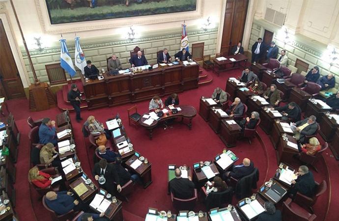 La Legislatura debate la Ley de Educación en medio de denuncias por presiones