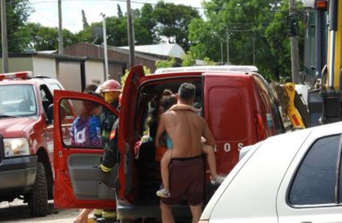 Tras intensas lluvias, 31 personas fueron evacuadas en Carlos Pellegrini