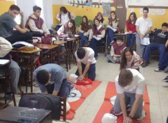 La provincia formó a 140 mil estudiantes y docentes en técnica de RCP