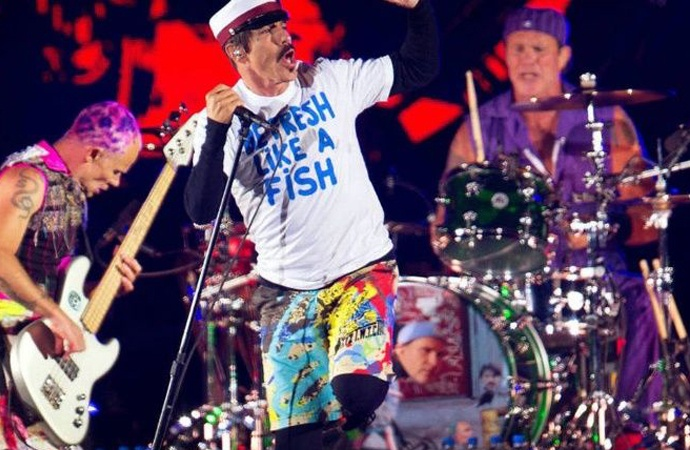 Los Red Hot Chilli Peppers transmitirán su concierto en las pirámides por YouTube