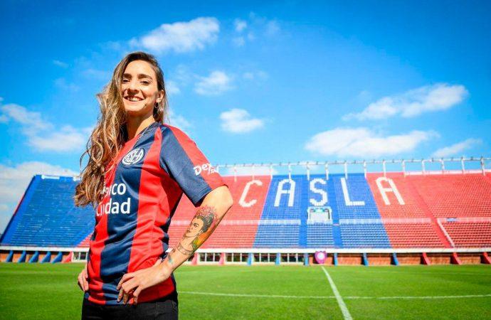 Histórico: una santafesina es la primera futbolista profesional del país