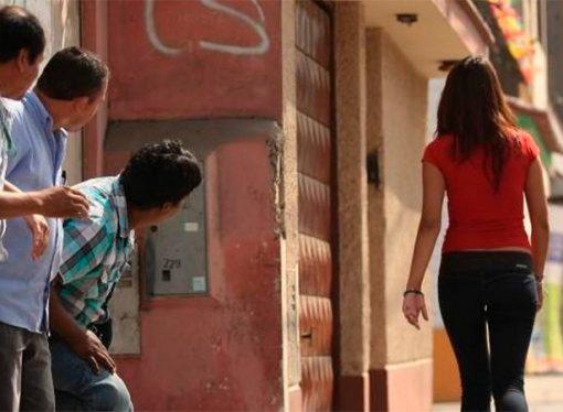 Qué palabras o gestos se consideran acoso callejero