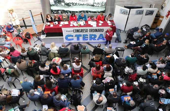 Ctera se anota: reclama bono de $5.000 para todos los maestros
