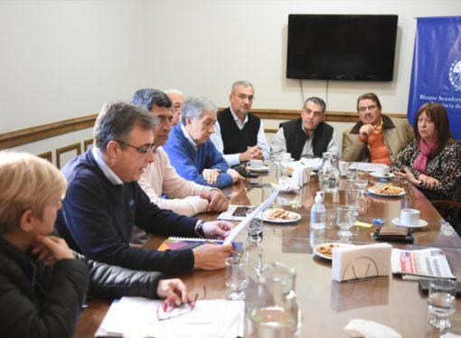 Berra se reunió con intendentes y presidentes comunales ante la crisis económica