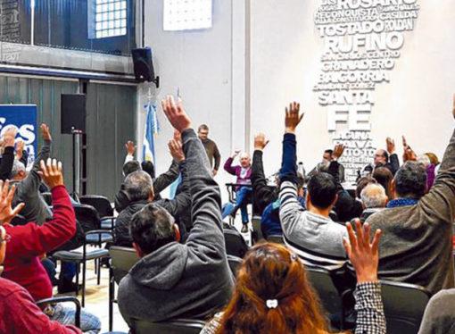 """Para la Provincia, """"intendentes y sindicatos municipales son quienes tienen que resolver"""" el conflicto"""