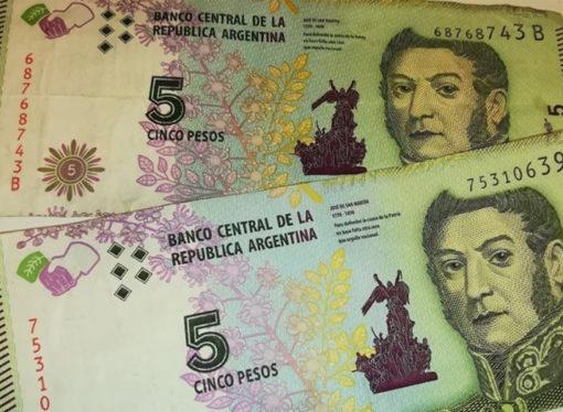 Extienden por un mes la circulación legal de los billetes de cinco pesos
