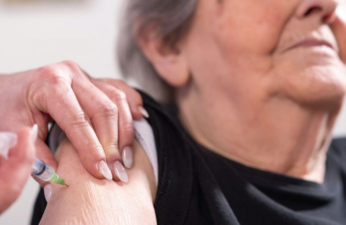 Vacunación para adultos: ¿Qué pasa si no tienen DNI y quieren anotarse?