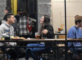 Santa Fe: habilitan las reuniones sociales y flexibilizan los horarios y aforos en bares
