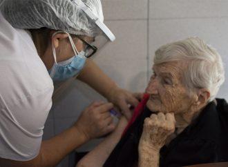 La provincia completará el esquema de vacunación en geriátricos