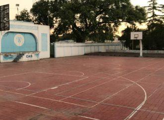 Deportes en pandemia: Atl. Sastre renovará su pista de básquet exterior y reflotará el paddle